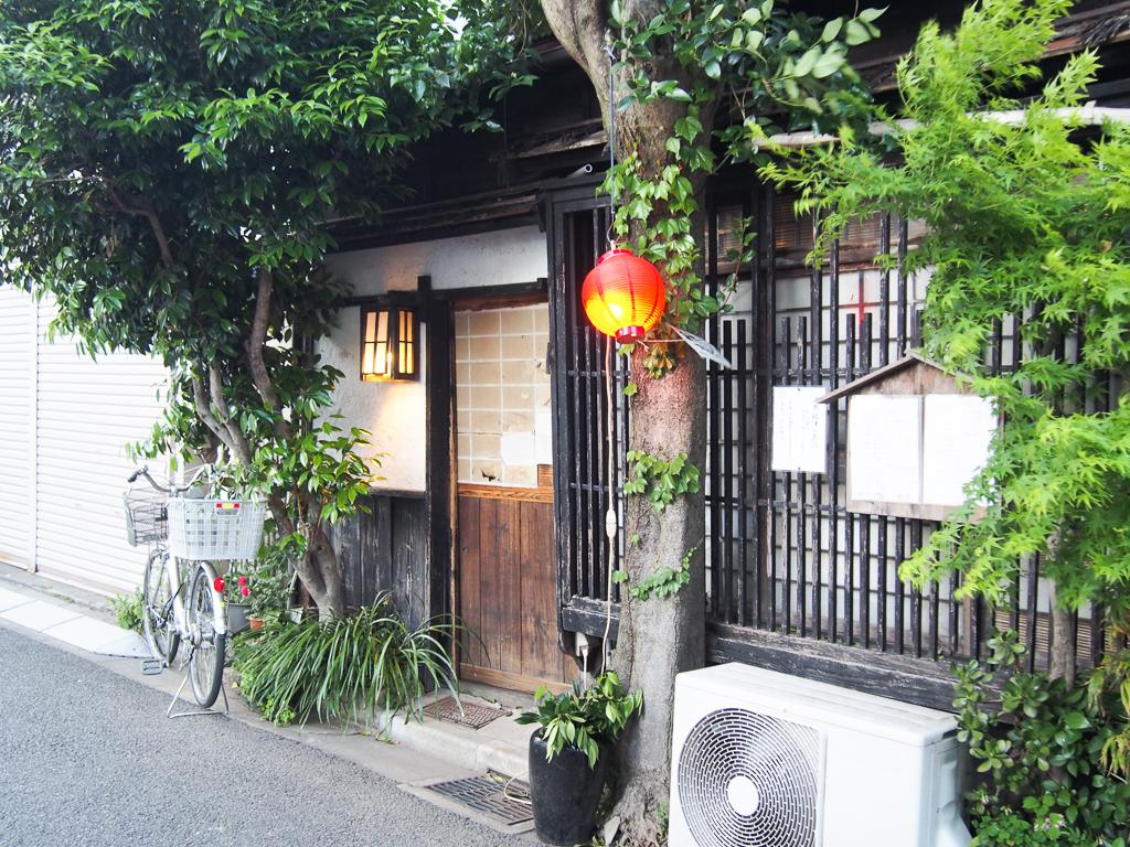 古民家を改装したようなお店も多い。