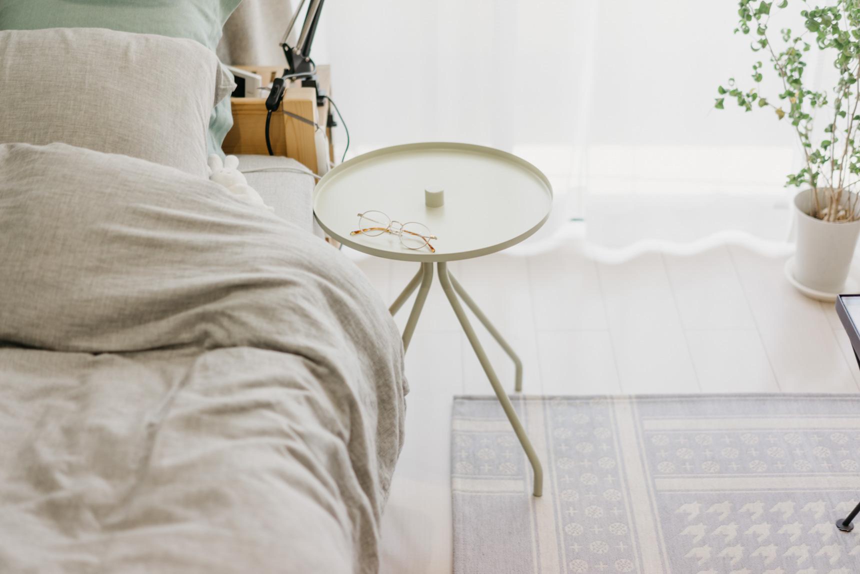 スマホや本、メガネの「ちょっと置き」に。ソストレーネグレーネのサイドテーブル