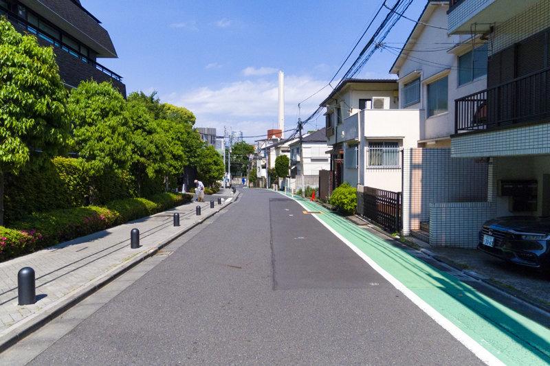 JR山手線の走る渋谷駅。わたしたちがイメージする渋谷とは程遠いほど周辺は静かな場所に、こちらの物件はあります。