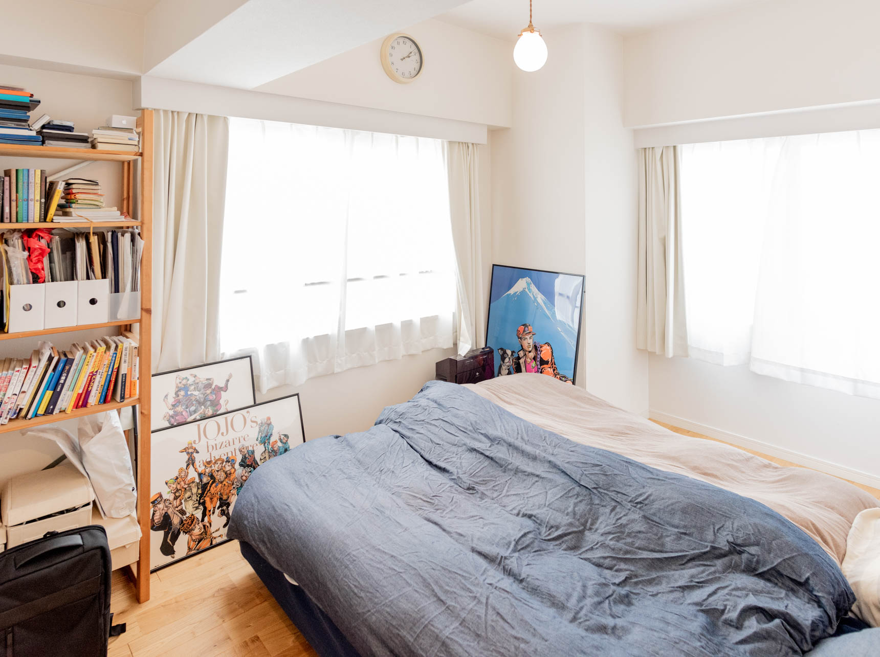 ベッドルーム。ここも窓が2面にあってとても明るい。