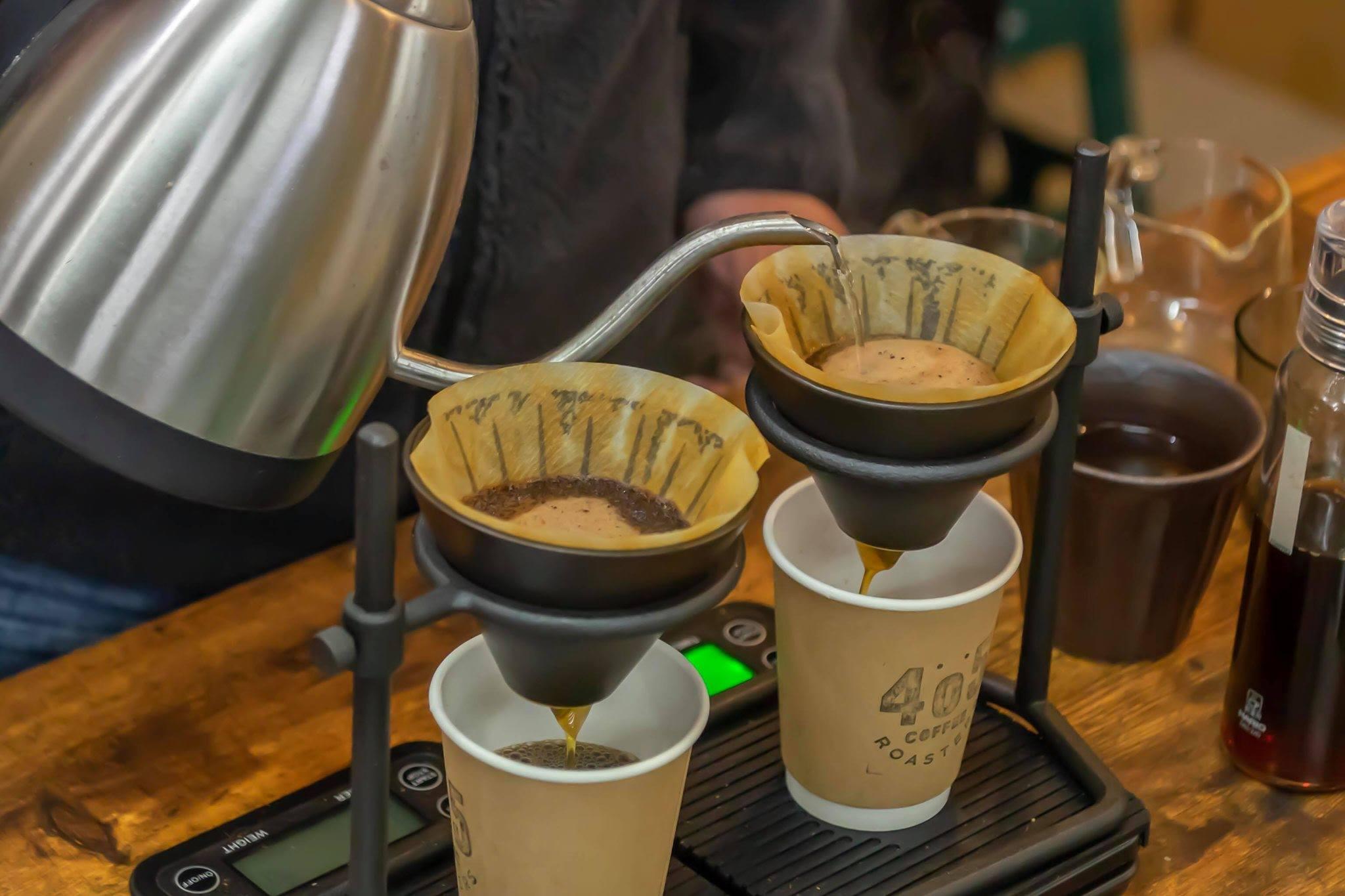 405 COFFEE ROASTERS: 西区の藤棚商店街にあるコーヒーロースター。スペシャルティのシングルオリジンとオリジナルブレンドを幅広く取り揃えています。