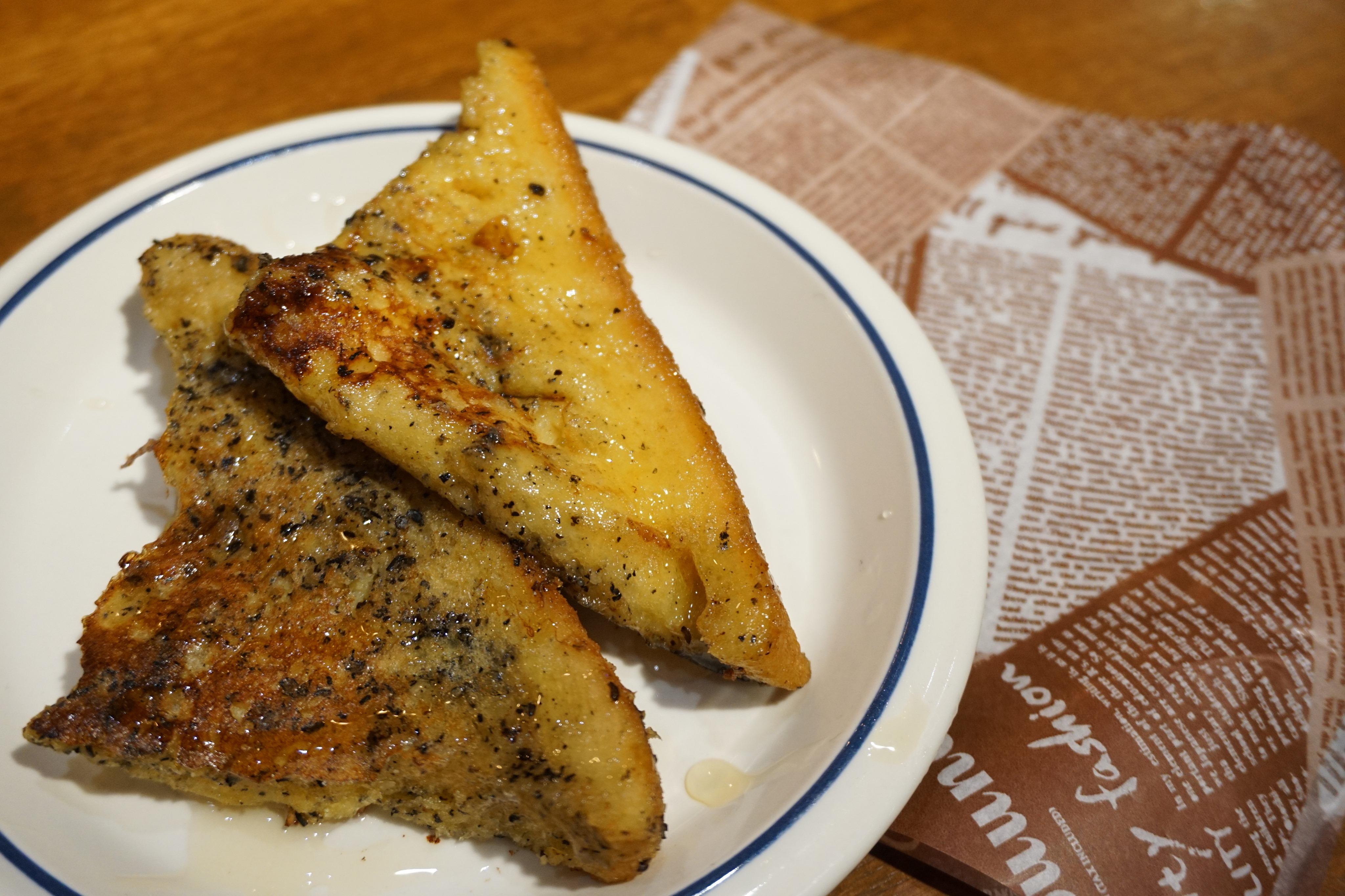 黒ゴマ豆乳フレンチトースト:コーヒーマルシェ限定のTinysオリジナルの一品!コーヒーとの相性も抜群です。