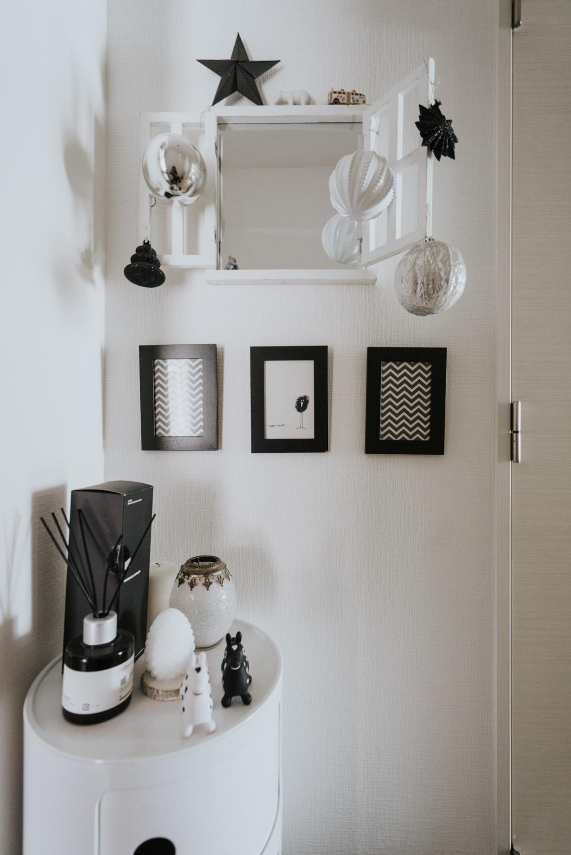 玄関に飾られている可愛い飾りも全部、白黒。