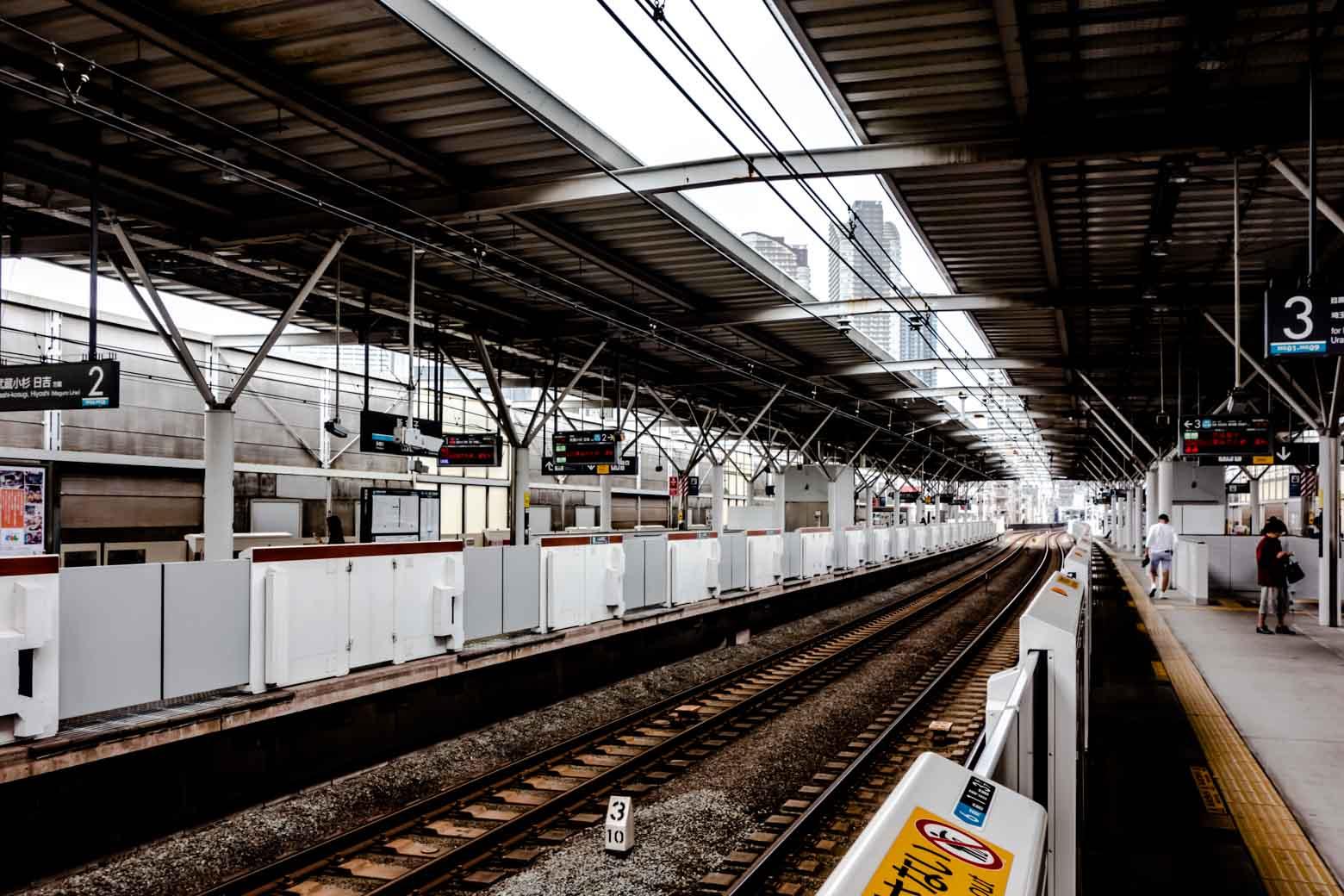 駅は大きくもなく小さくもないという感じ。毎日使うことを考えると、これぐらいの規模感が個人的には好みです。