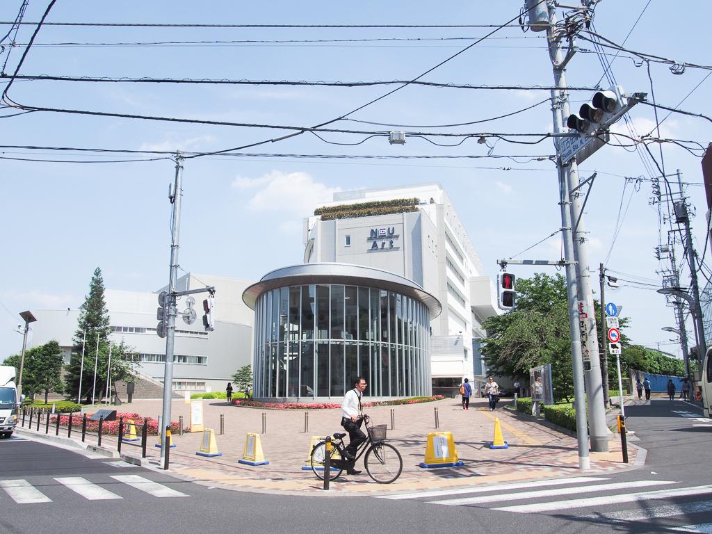 日本大学。目の前には居酒屋や食事処も多かったです。