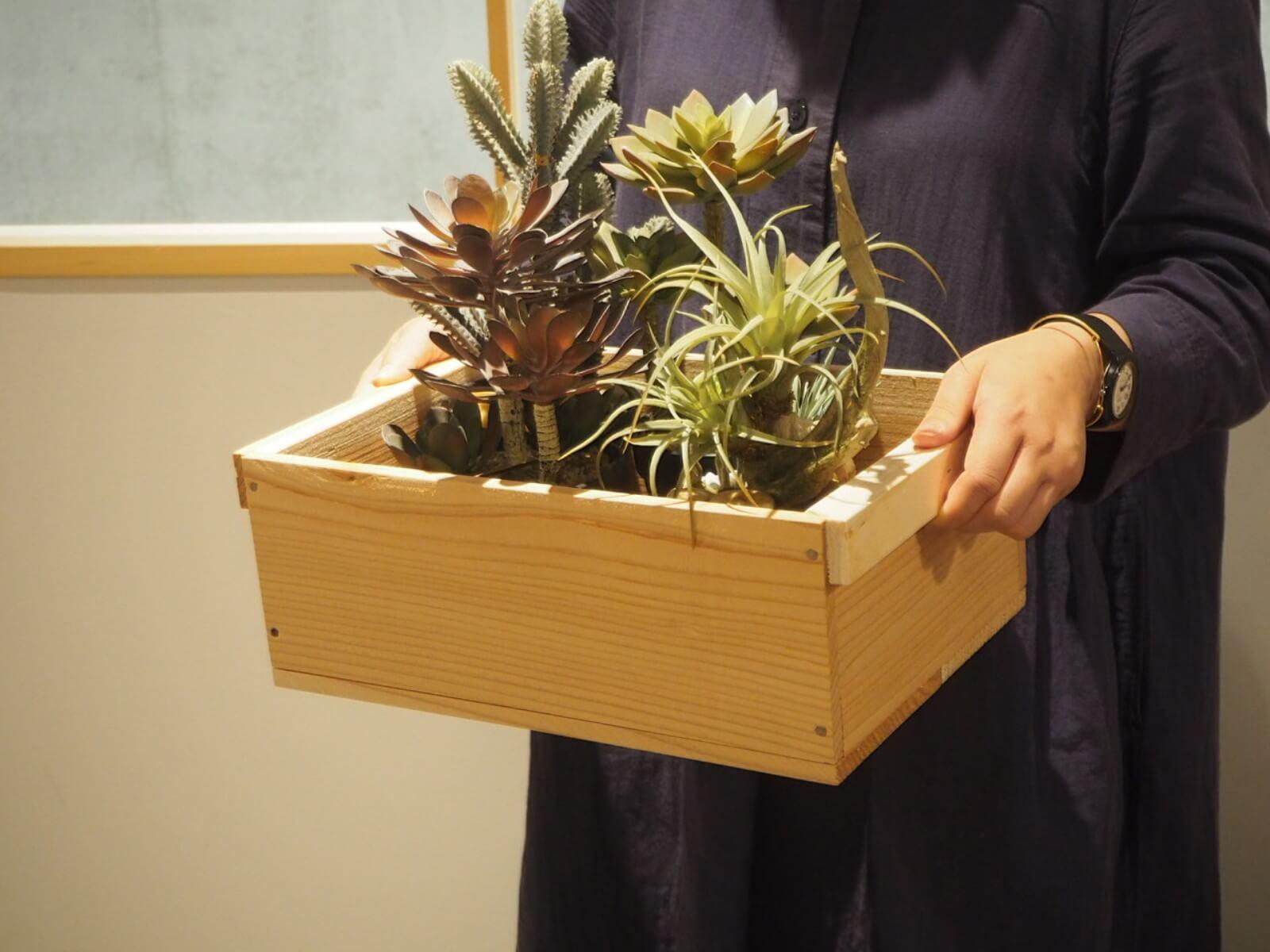 木箱と合わせるとよりナチュラルに。木箱の詳細はこちら。