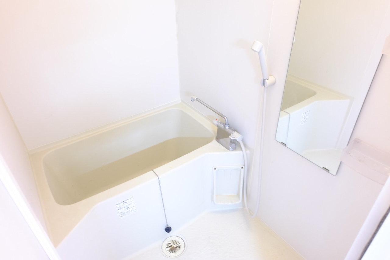 お風呂は一人暮らし用物件にも関わらず、温調ハンドルで温度を設定できる、サーモスタット水栓!水回りにこだわりたい方におすすめのお部屋ですよ。