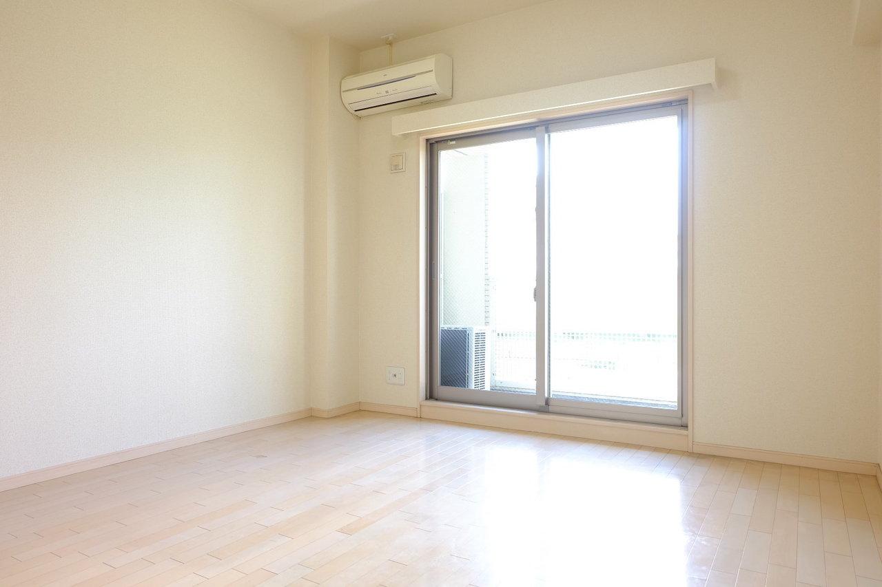 山王駅から徒歩約6分。居室スペースは7帖ほどのお部屋です。大きな家具をたくさんは置けなさそうなので、ビーズクッションなどの、低めの家具で揃えると良さそうです!