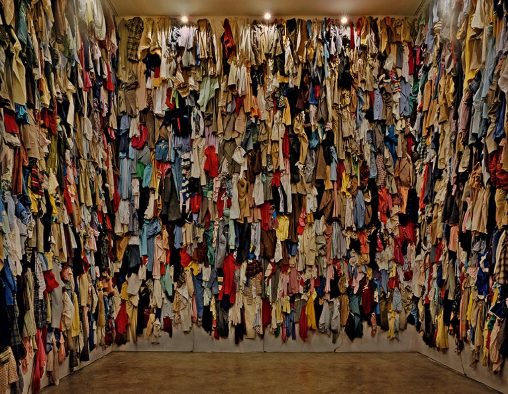 《保存室(カナダ)》 1988 / 衣類 / 作家蔵  © Christian Boltanski / ADAGP, Paris, 2019, © Ydessa Hendeles Art Foundation, Toronto, Photo by Robert Keziere