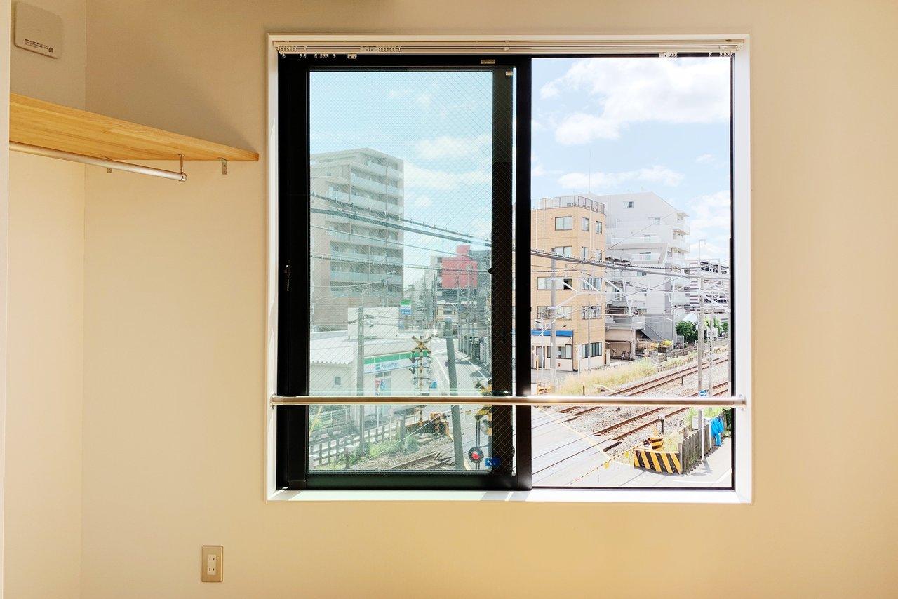 大き目の窓が2つあるのもうれしいですね。気持ちよさそう!