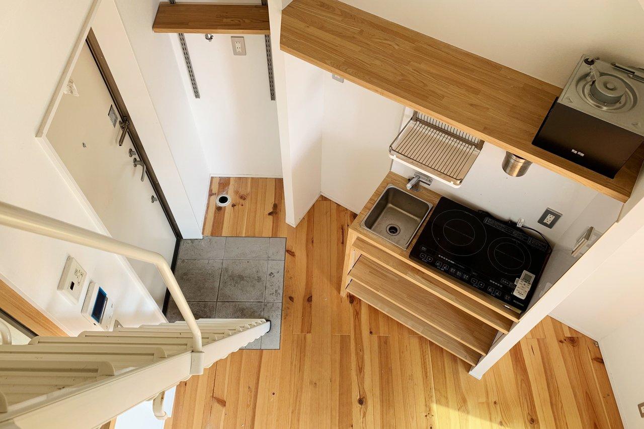 ロフトからの景色はこんな感じ。少し狭めのお部屋ですが、居室部分とロフトをあわせればそれなりに広々使えそう。