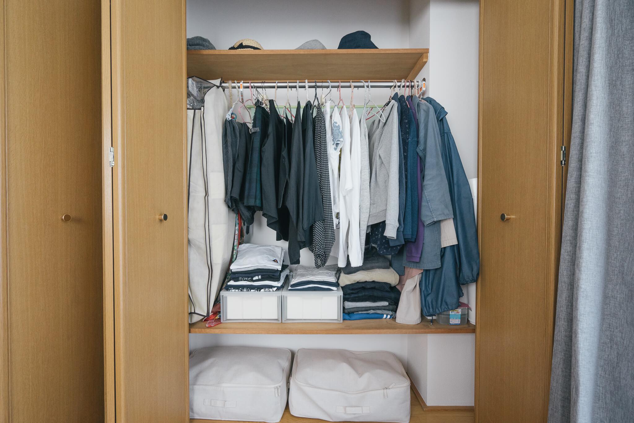 持ち手付きで、クローゼットの上段や下段にぴったり。ベッド下にも収まります。