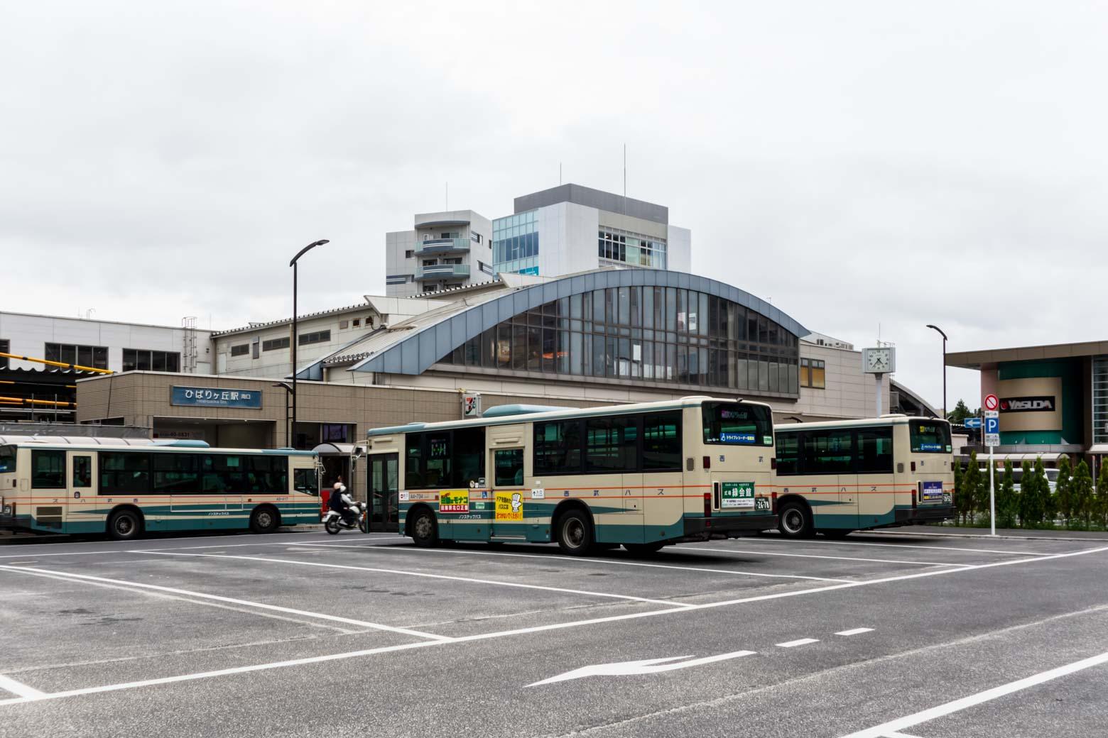 団地を中心に発展したという経緯もあり、バス路線も発達しています。友人曰く、「東西の移動には鉄道を、南北の移動にはバスを使うと便利」とのこと。