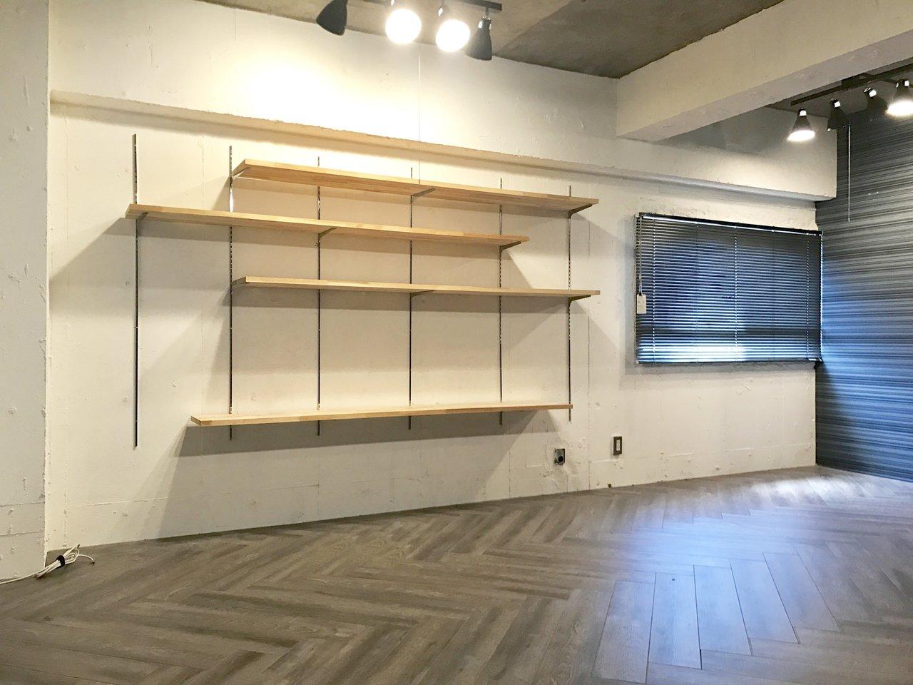 LDK側の「魅せる棚」はこちら。棚板の位置は自由に動かせますよ。