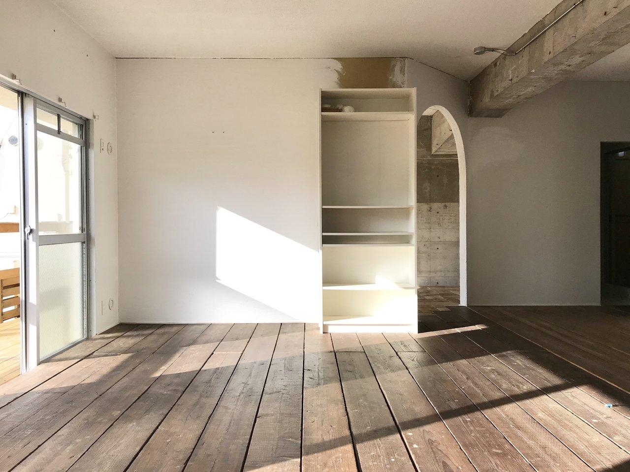 部屋に入った瞬間、「これは違うぞ」と存在感を放つ、66㎡。しかも、セルフリノベOKのお部屋です。