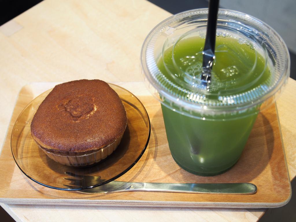 甘いものと合わせて飲む緑茶。「ああ、一緒に飲むべきものだなぁ」と感じます。