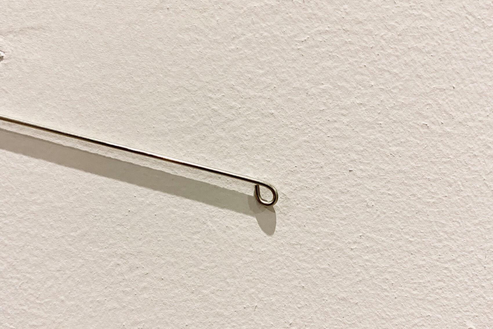 洋白線の先端は、ペンチでくるっと丸めると、後から組み合わせやすくなります。