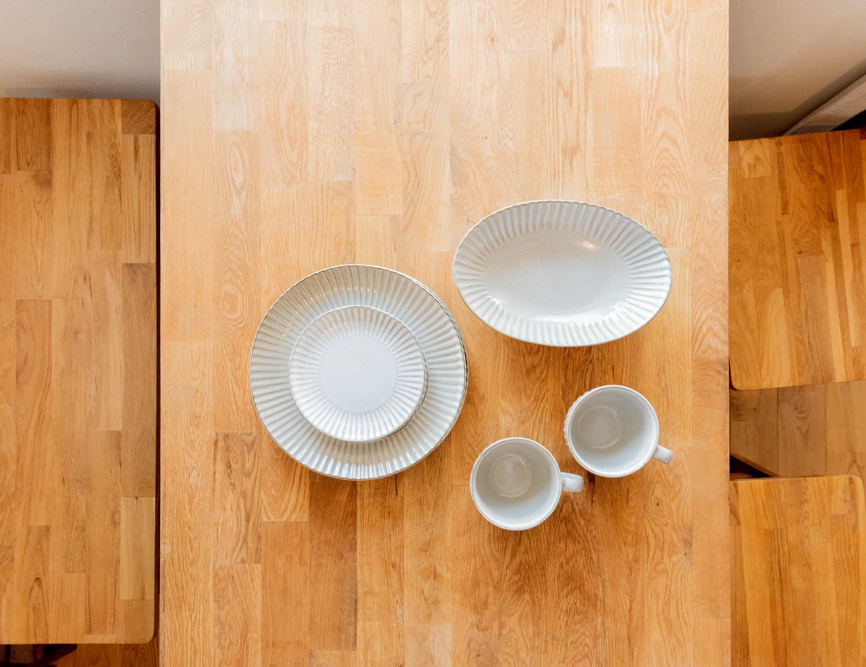 シンプル、でも和にも洋にも合わせやすい味がある、ニトリの「唐茶削ぎ」シリーズの器。スープマグは277円、だ円皿は555円と、まさに「値段以上」。まずはこれで、一通りの食器を揃えてしまうのも俄然アリです。(アイテム紹介はこちら)