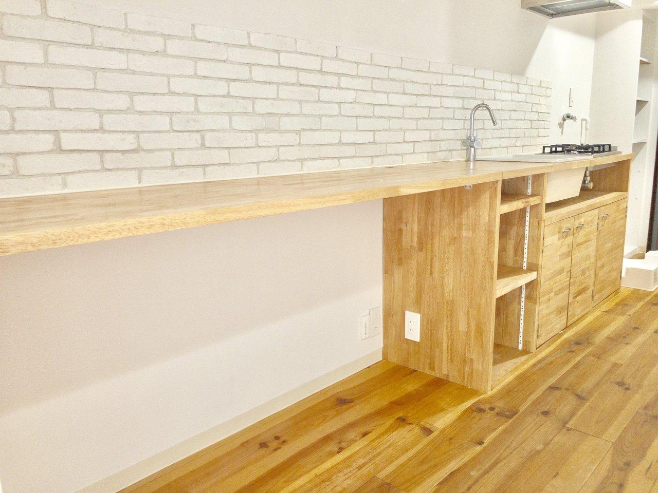 カウンターが長いので、左側に椅子を置いてここでごはんを食べてもいいですね。ダイニングテーブルを置かなくてもいい感じ。