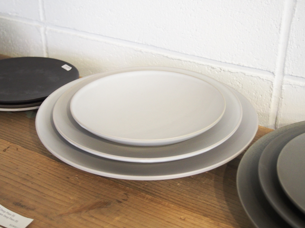 使い勝手のよさそうな食器がそろっていました。