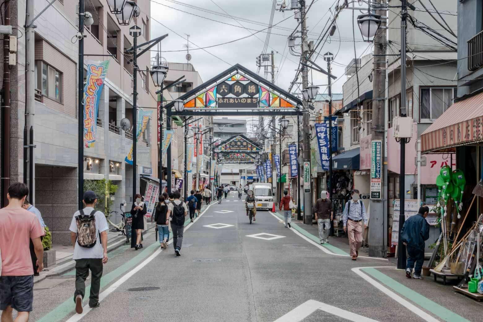 だいぶ端のほうに来ました。この道を進んで行くと神奈川大学に到着します。