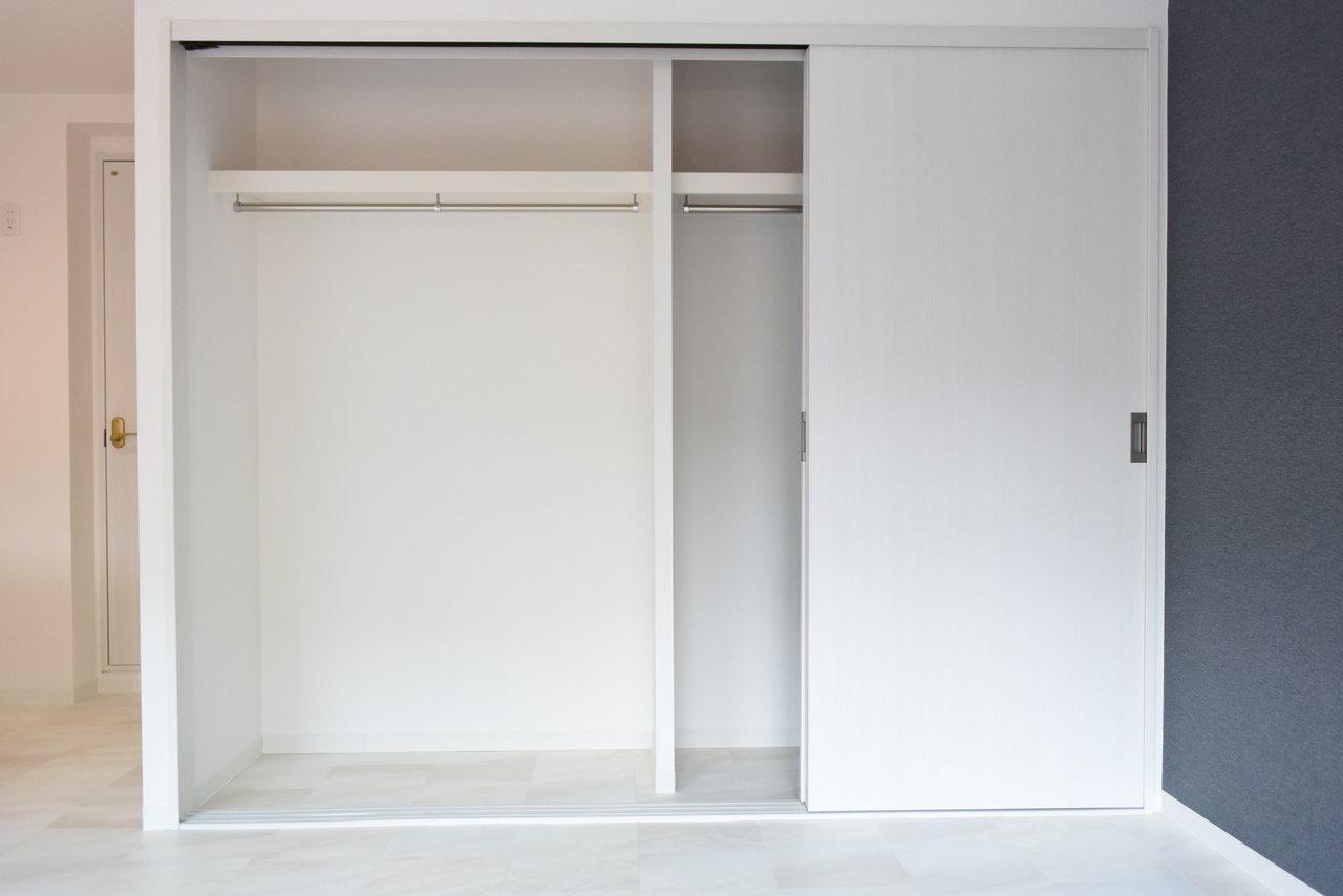 15畳あるリビングには大きな収納も。もうひとつ寝室の方にも収納スペースがあるので、こちらはよく取りだすような、本棚にしてもいいかもしれないですね。