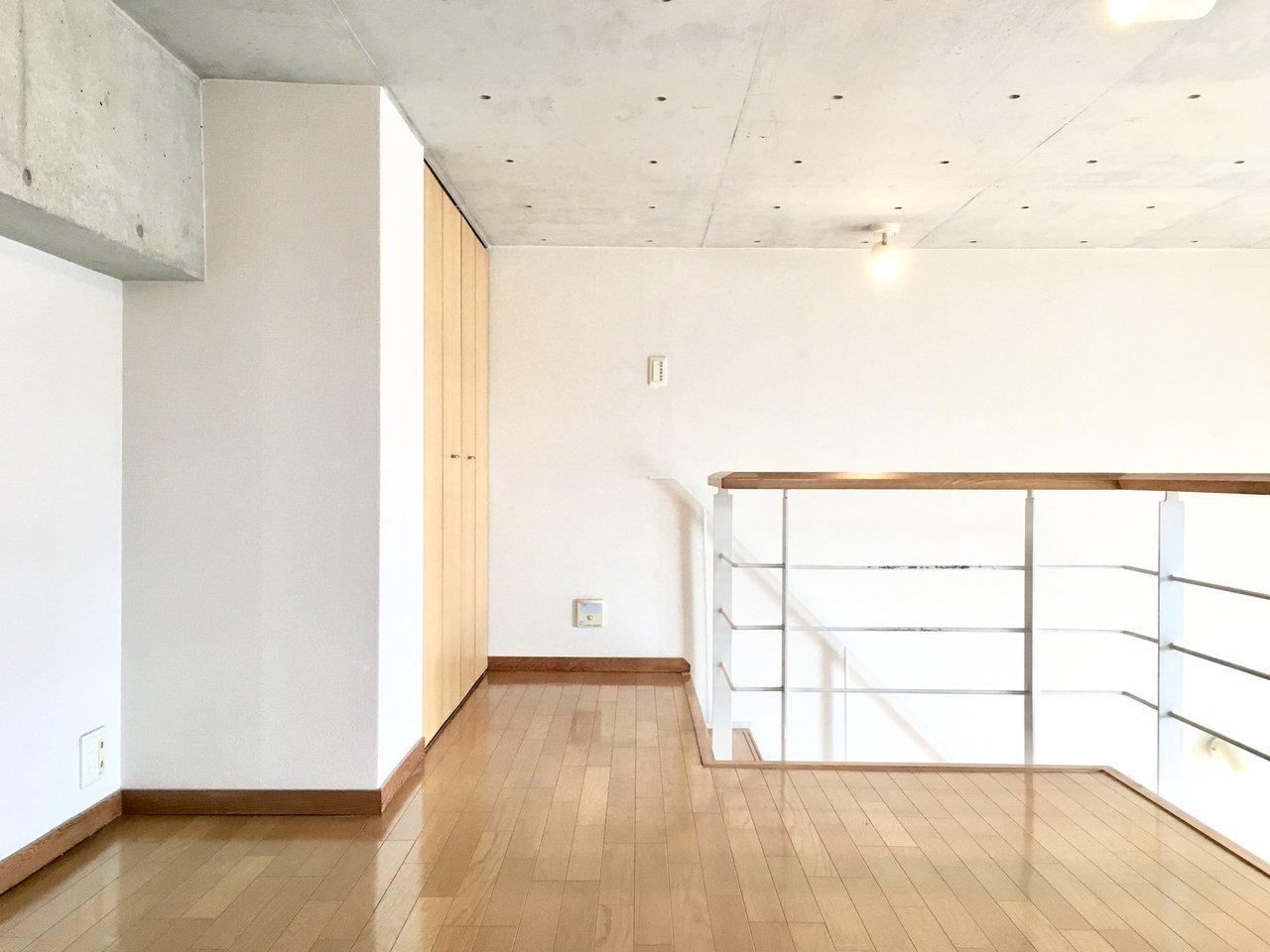ロフトは6.5畳もあるので、大き目のベッドも置くことができそうです。1階だけではなく、2階にも収納スペースがしっかりありますよ。ふたり暮らしも余裕です。