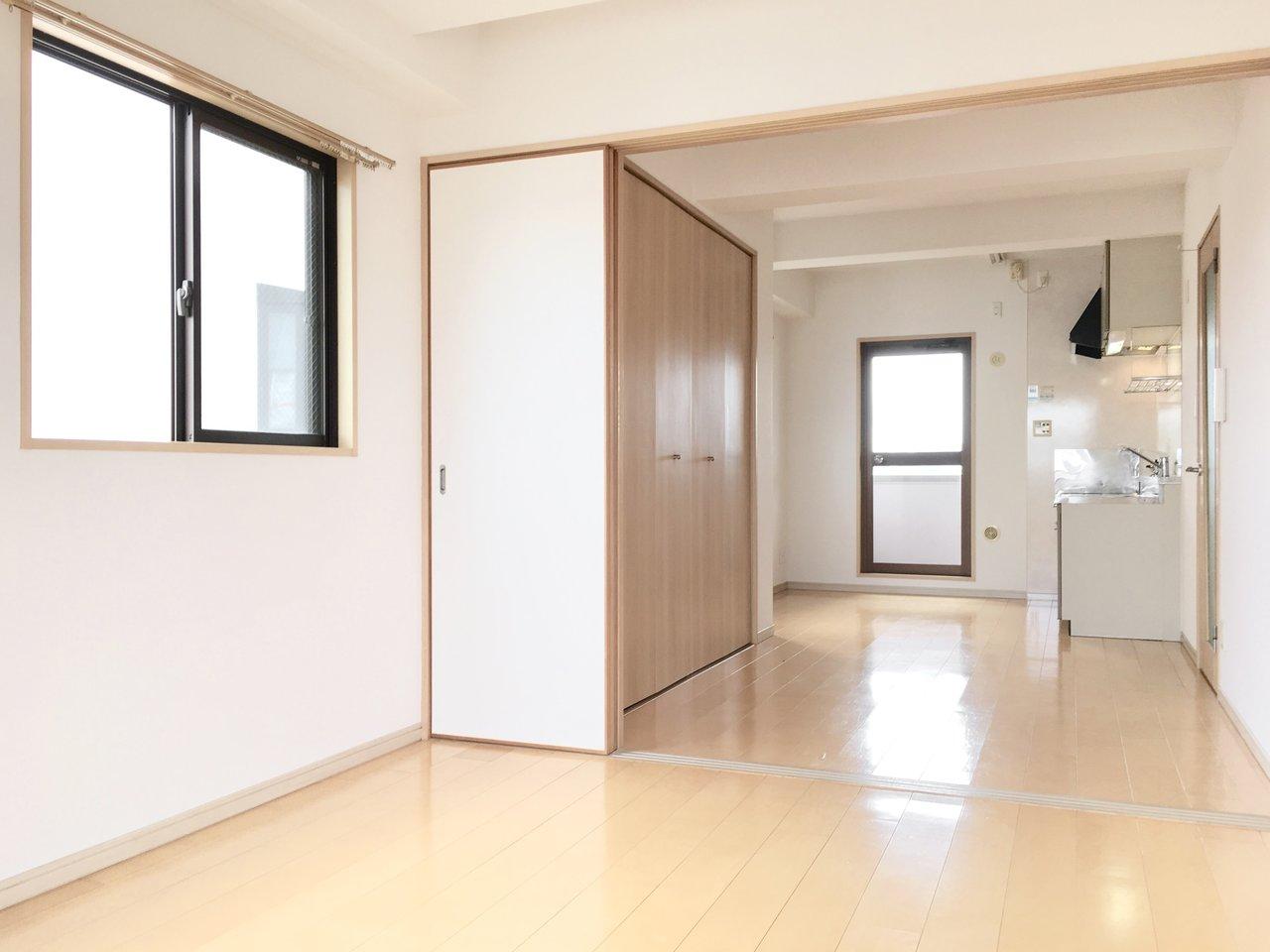 阪急電鉄宝塚線・服部天神駅から徒歩11分。2LDKの広々とした、使い勝手のよさそうなお部屋です。