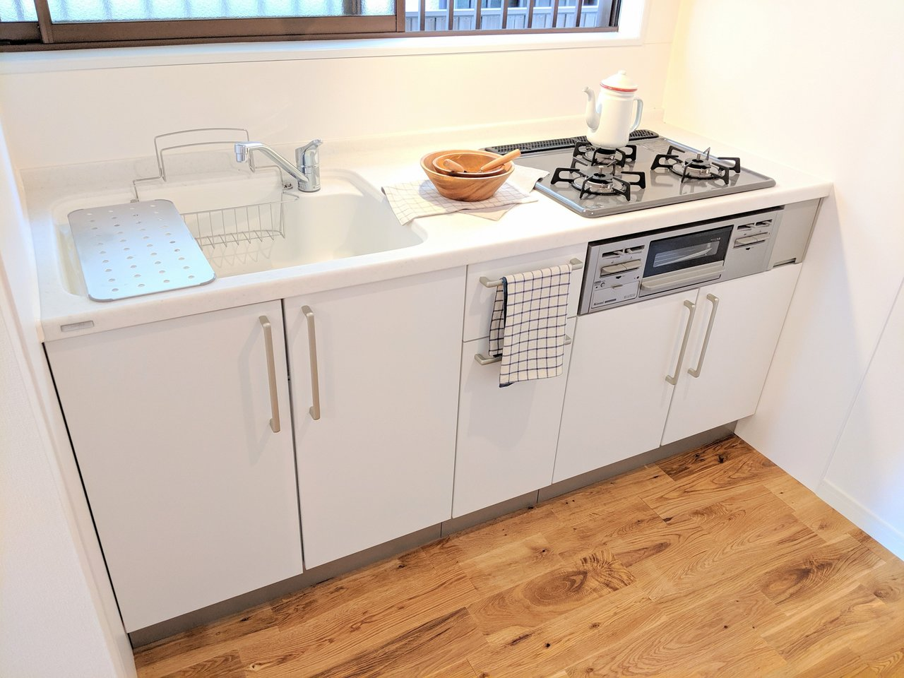 キッチン周りもおしゃれな白で統一してリノベーション!ママもきっと料理がはかどるはず。