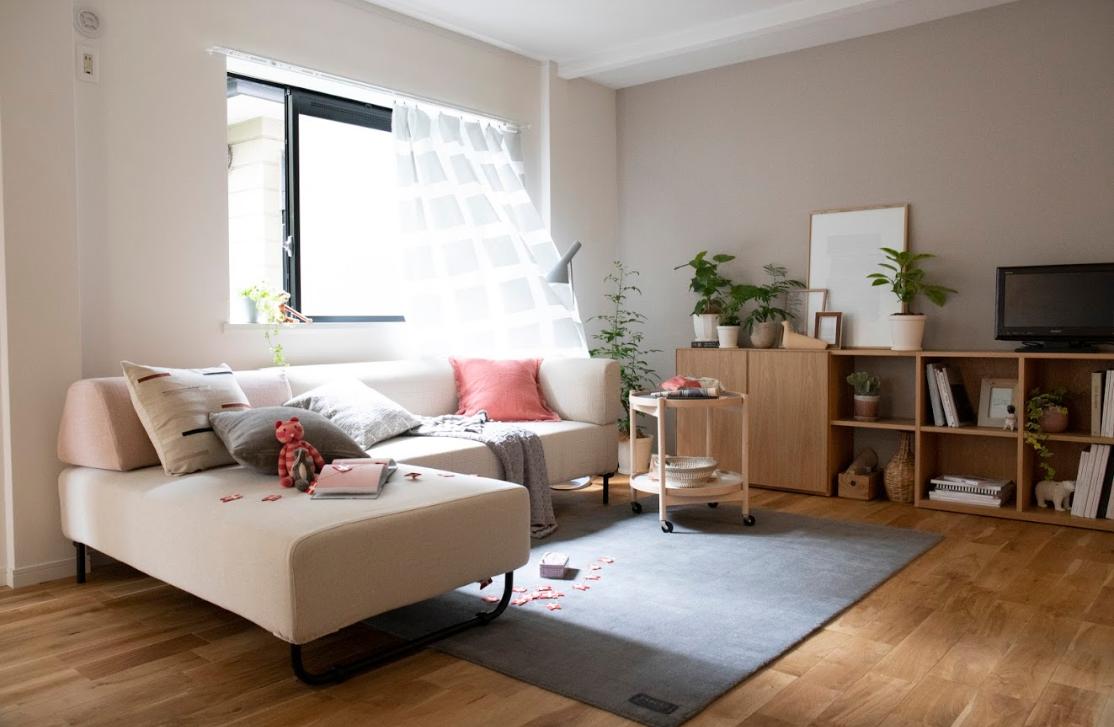 全体的に無垢床で統一された室内。インテリアもナチュラルな雰囲気のものなら、きっと映えますよ。(※家具はイメージです)