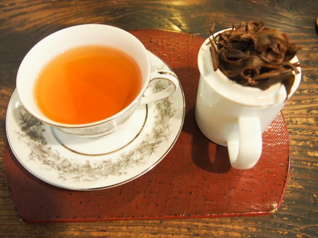 茶葉の香りも楽しんでほしい、という想いも。