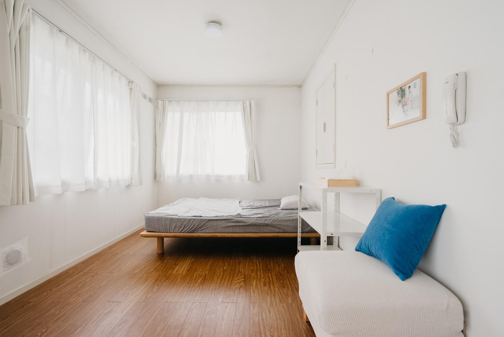 こちらは、ご主人が寝室として使っていらっしゃる部屋。