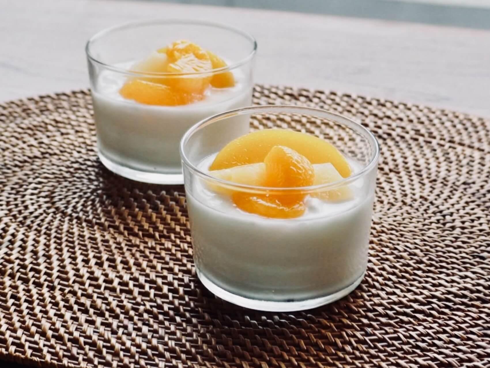 ヨーグルトにフルーツをのせて。カフェのように、お洒落に引き立ててくれる、シンプルなデザインが嬉しい。
