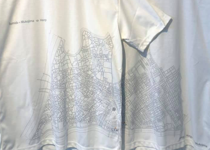 墨田区の白地図をTシャツにしてしまったのは、建築家の土屋辰之助さん。向島地区と本所地区が前と後ろに分かれています。墨田区民なら思わず自分の家を探したくなってしまうTシャツです。