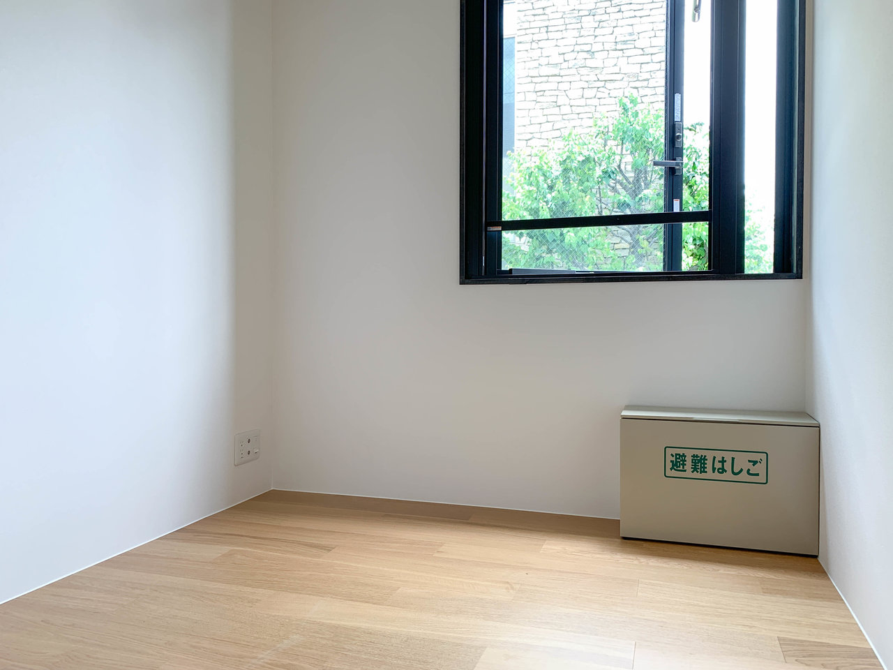 お部屋は全部で12.88㎡。居室部分は一番長くて2メートルの辺がありますので、ぎりぎりベッドも置くことができます。