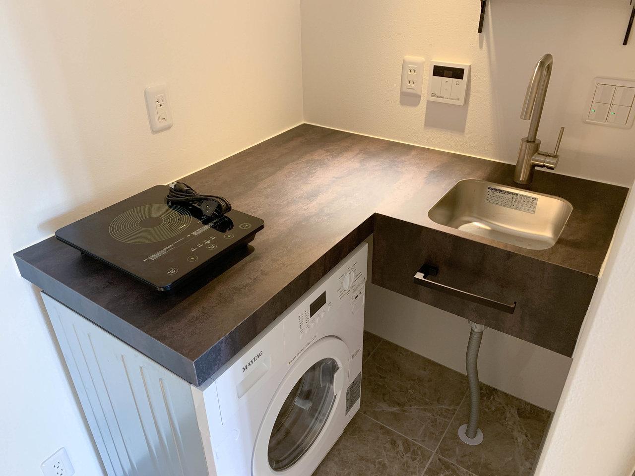 キッチンもしっかりついています。ドラム式の洗濯機もついているので、洗濯機を持ち込む必要もありません。