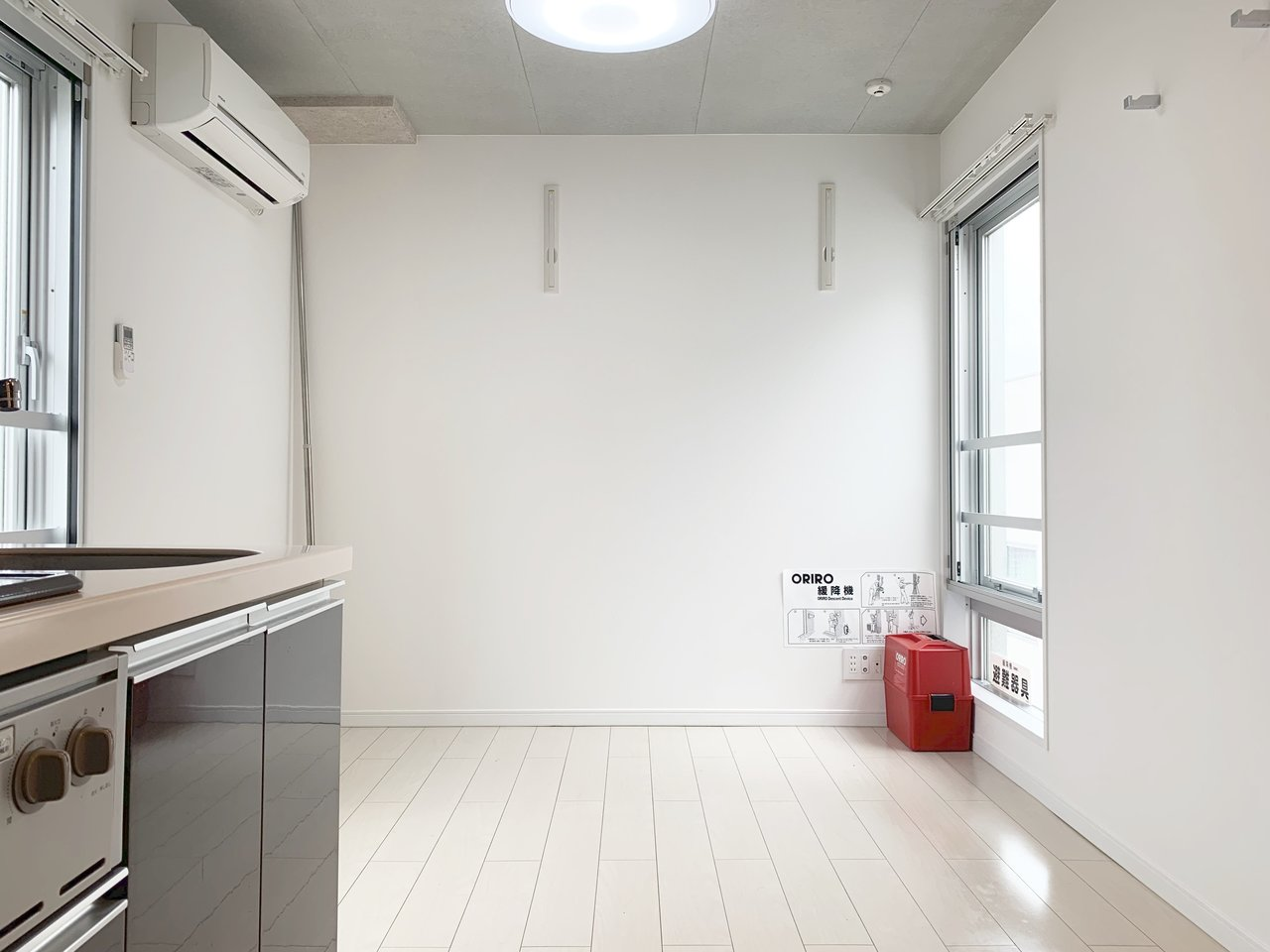天井はコンクリート打ちっぱなし。居室部分も6畳は確保できます。間取りも使いやすそう。