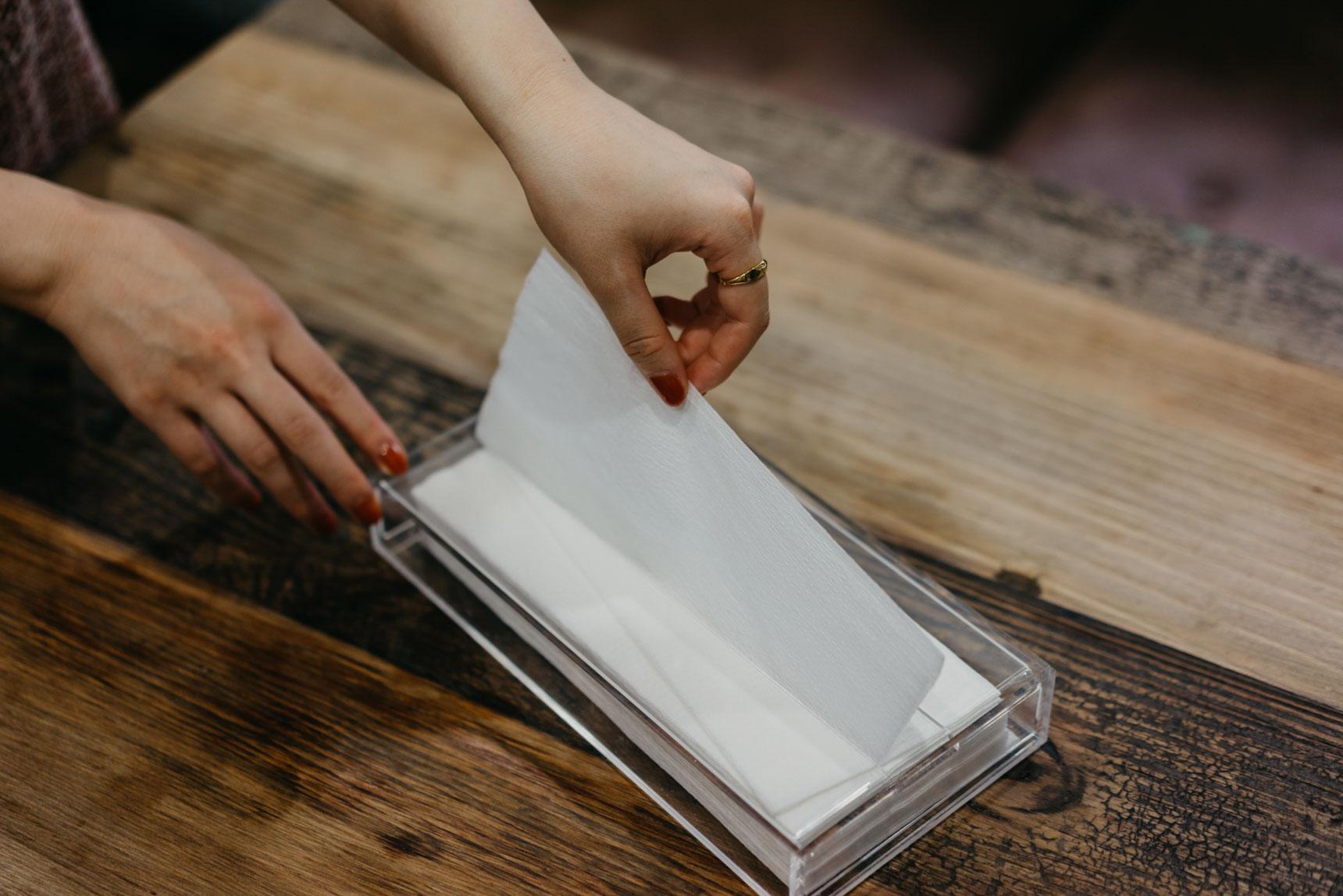 片手で1枚ずつ取り出せるから、ちょっと拭きたい時にとても便利。
