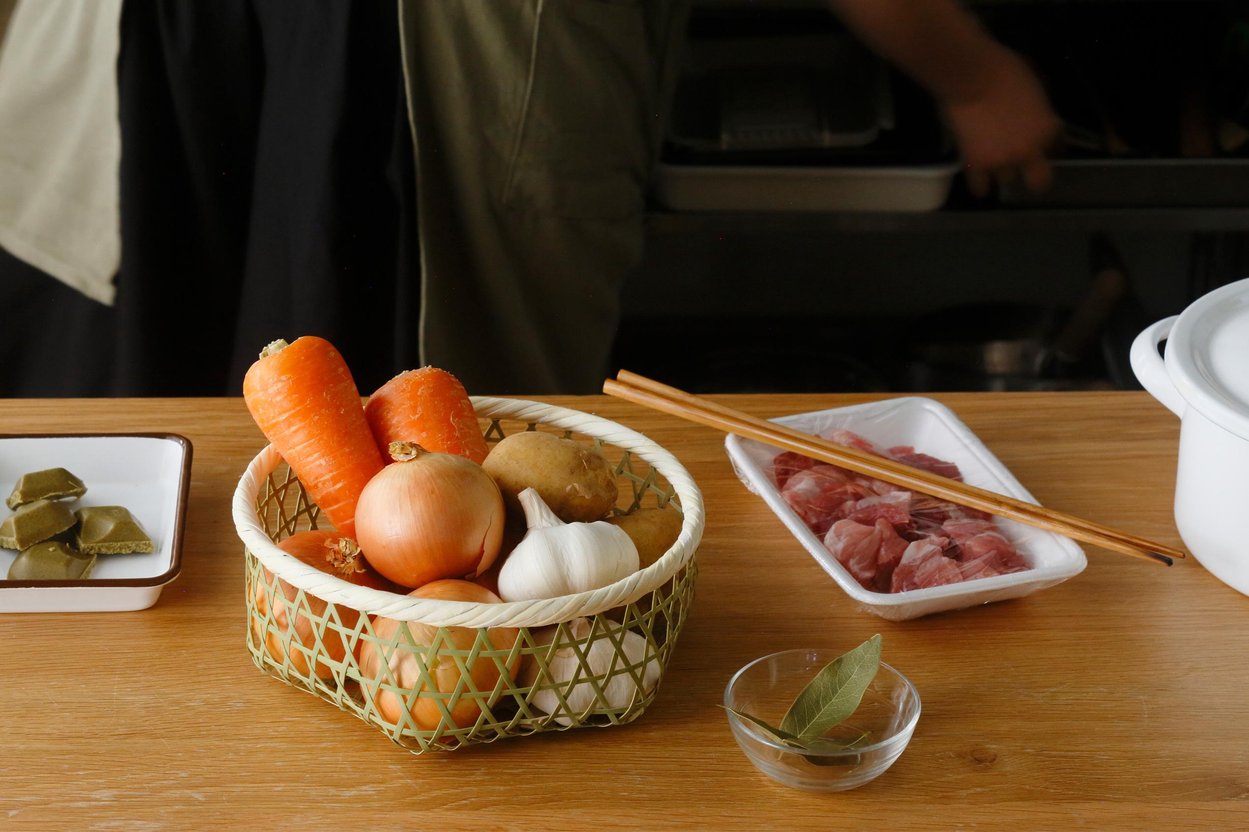 今日のごはんで使う野菜の一時置き場所に。