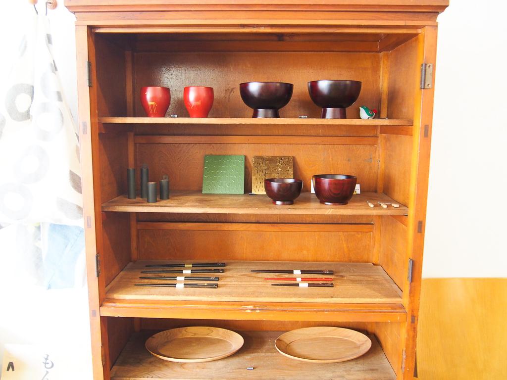 漆を使った食器が並んでいます。