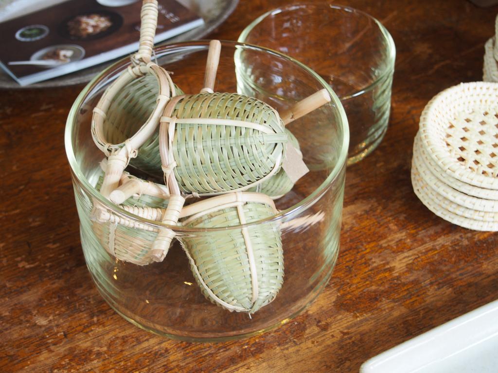 茶こしも、ステンレスではなく、竹を編んだもので。お茶を大事に淹れる時間になりそうです。