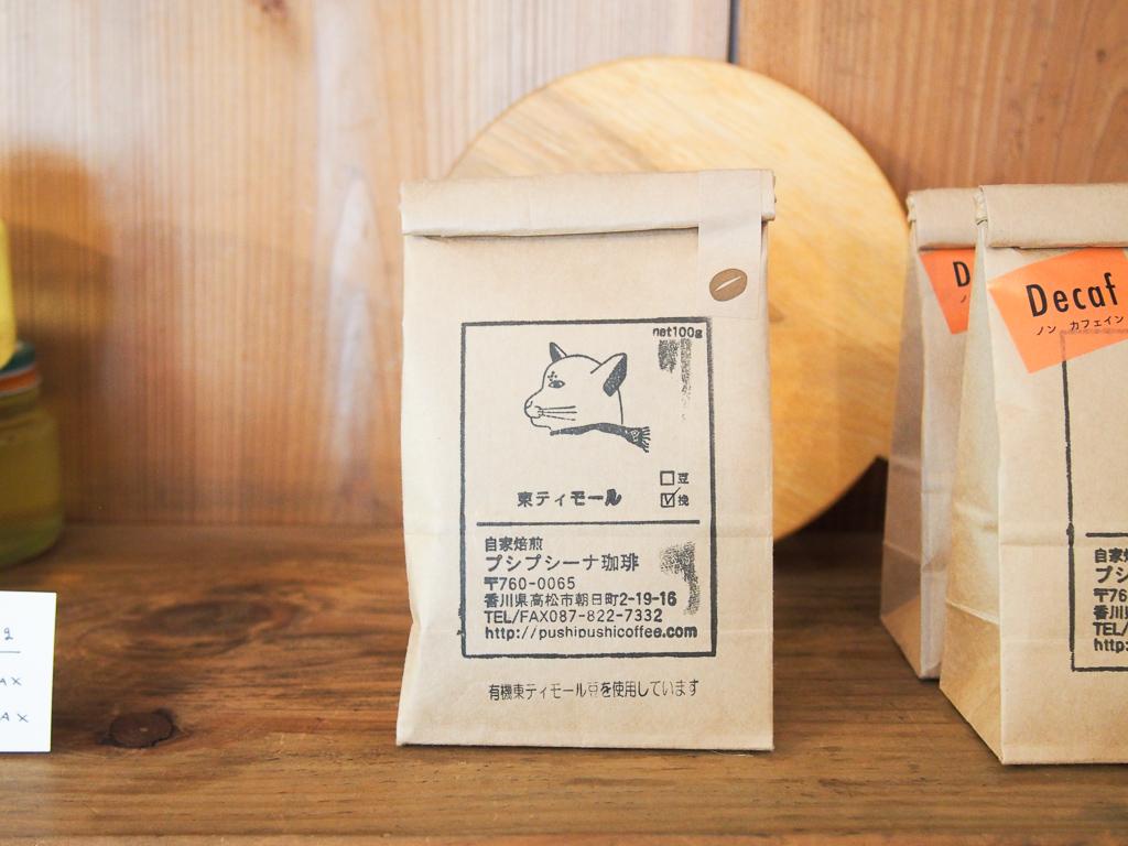 珈琲は、小池さんの地元、香川から取り寄せているもの。この珈琲を買うだけに訪れる方も多いそう。