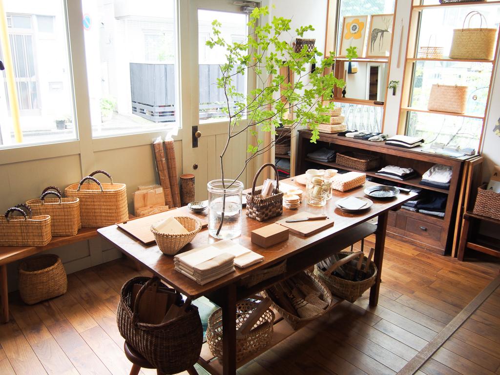 暮らしの中で使うものを、丁寧に選びたい。-神楽坂の小さな雑貨屋『jokogumo(よこぐも)』