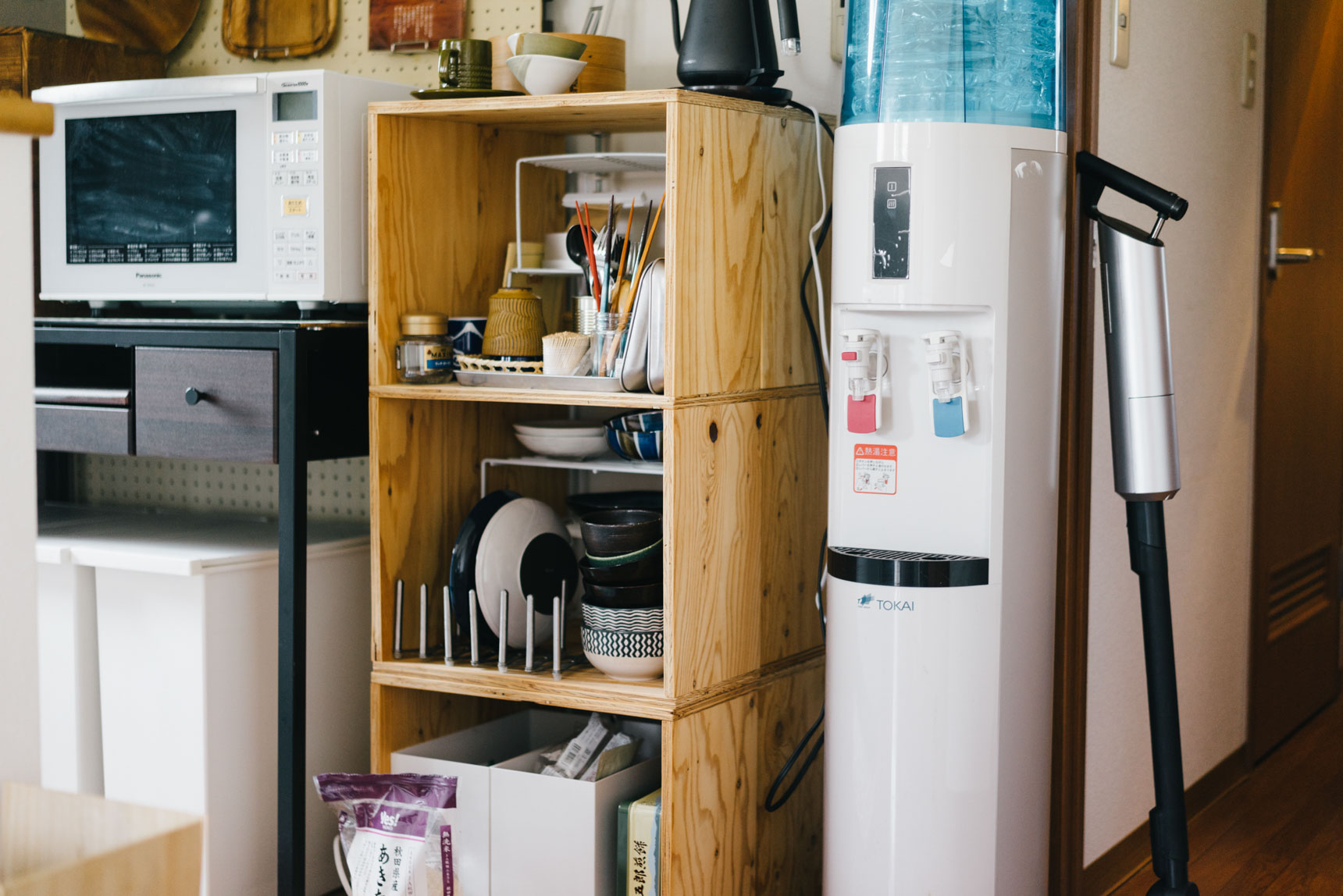 食器は、楽天で購入した積み重ねできる木箱に仕舞われています。