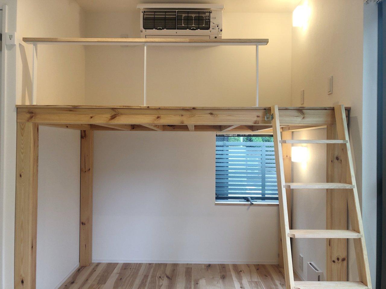 間取りはワンルーム。でもロフトのあるお部屋。17㎡と少し小さめだけれど、ロフトをうまくつかいこなせたら、専有面積以上の生活ができそう。上はベッドとして。下は収納や読書スペースに?夢は広がります。