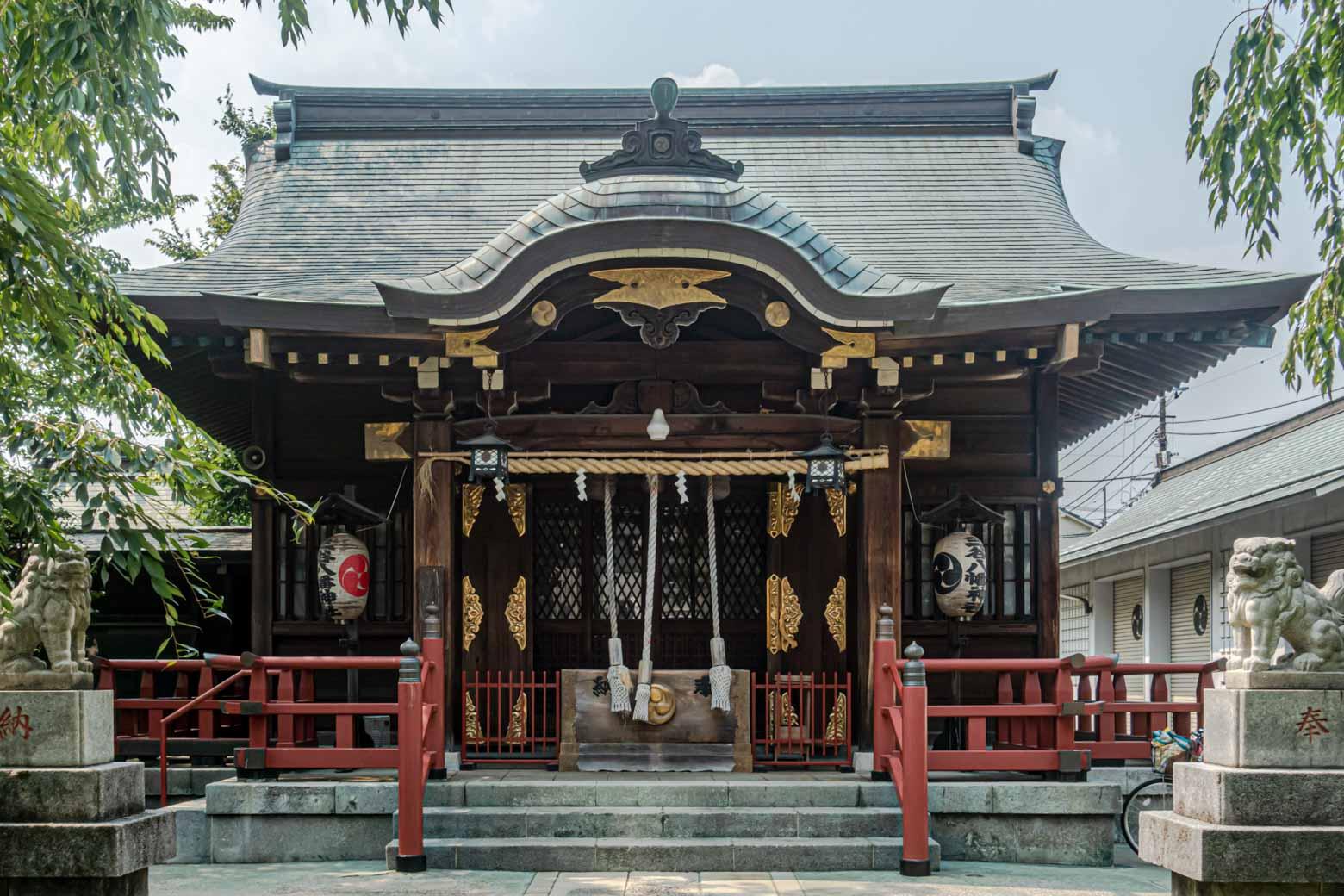 こちらが三谷八幡神社(さんやはちまんじんじゃ)です。近所にある小山八幡神社の分祀でして、毎年9月には〈両社祭〉が執り行われています。