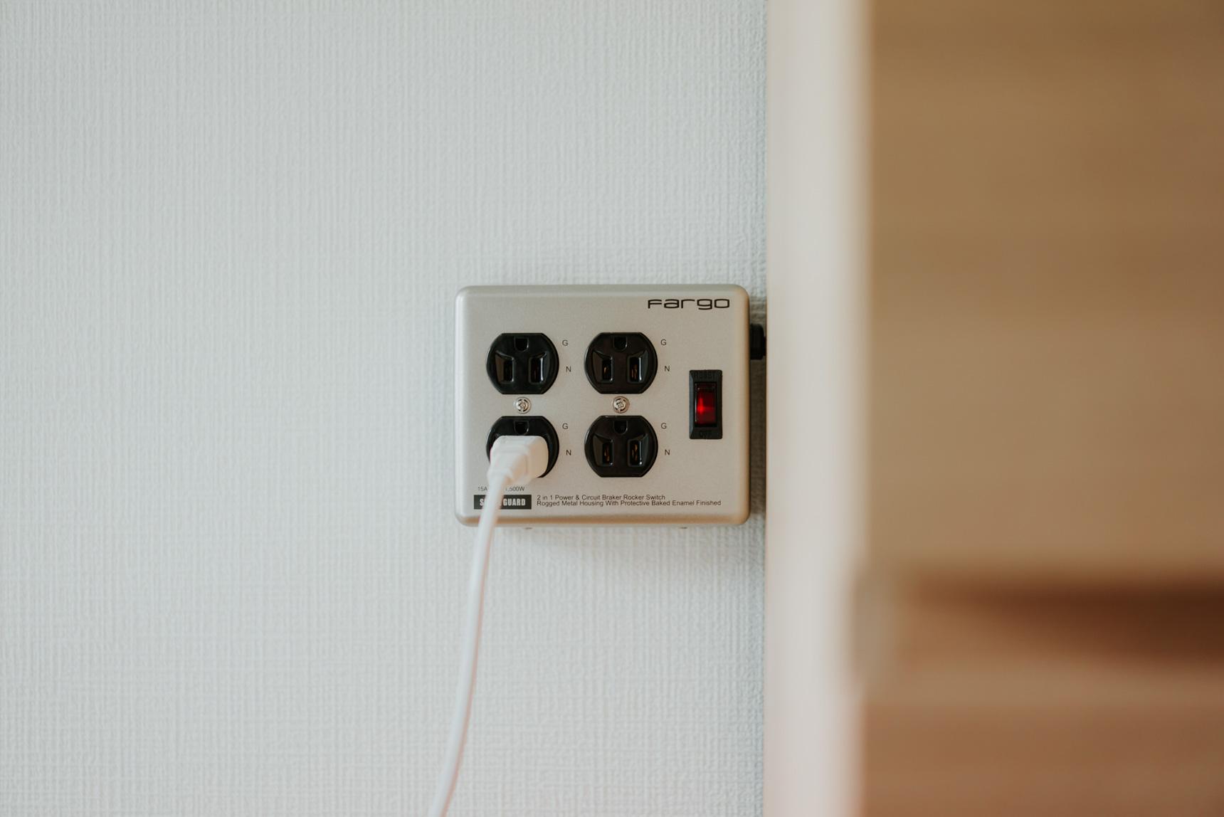 そうだ、電源タップをおしゃれにすればいいんだ。Fargoの『STEEL TAP』