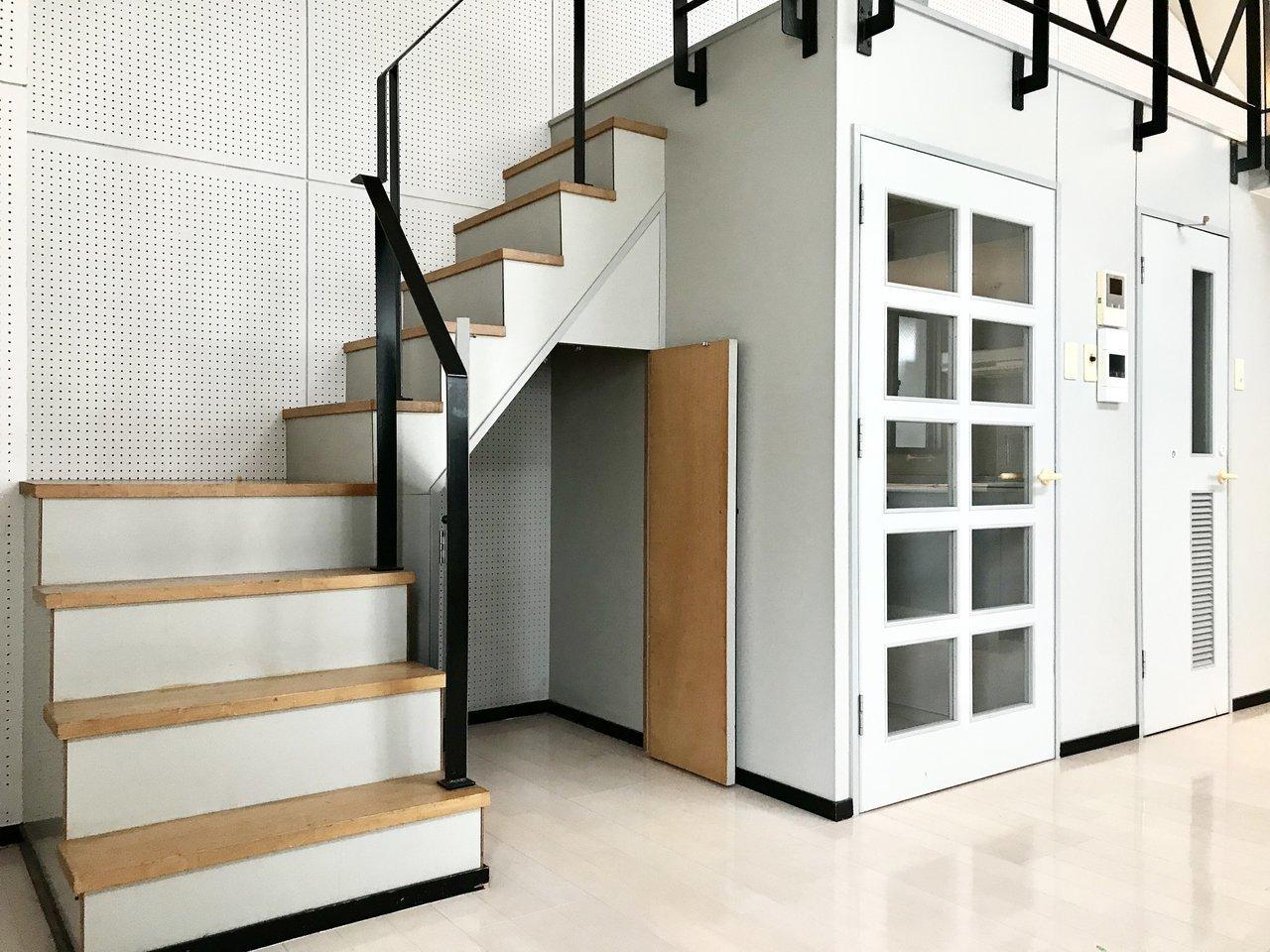 ロフトといっても、よくあるハシゴではなく、しっかりとした階段で上っていくのでお得感があります。