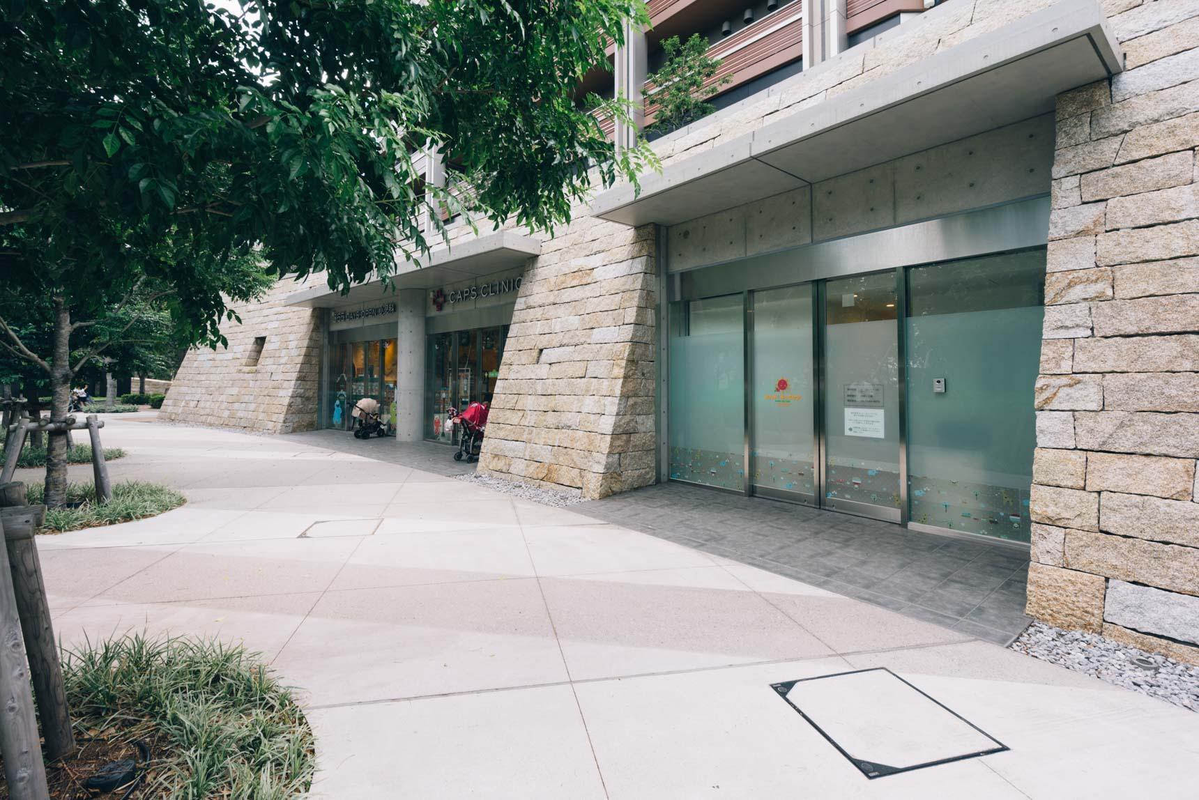 マンション1階の店舗棟には、病児保育の施設や小児科が入居。いざという時にも安心です。