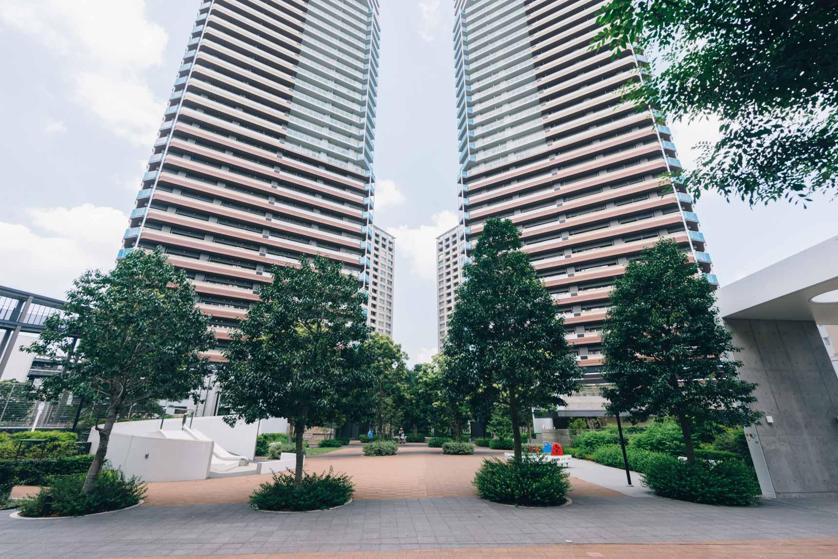 すぐに目の前にあらわれる、2棟の高層マンション。こちら左手のタワーが今回拝見した「パークシティ 柏の葉キャンパス ザ・ゲートタワー ウエスト」です。